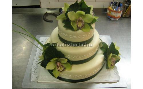 Három emeletes esküvői torta ESK2013 -  erre az esküvői torta kódra hivatkozzon!